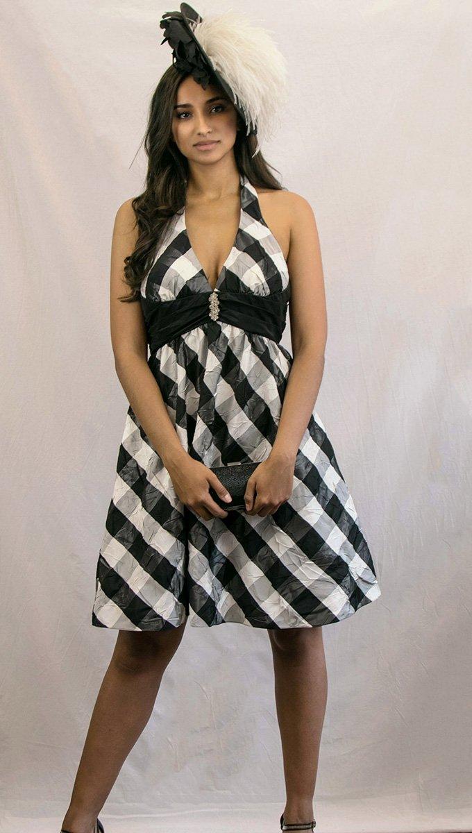 vestido-corto-graduación-blanco-y-negro-alquiler-me-lo-prestas