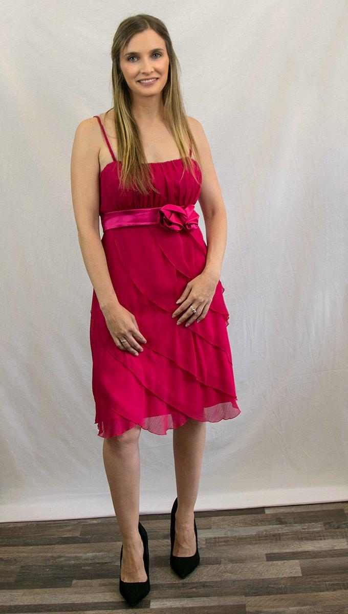 vestido-graduación-frambuesa-corto-alquiler-me-lo-prestas